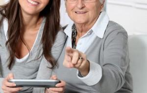 Manter-se sempre antenada é o caminho para enfrentar a fase da velhice com alegria e bom humor. Acompanhar os avanços tecnológicos, informar-se e exercitar os neurônios é o caminho / GB Imagem