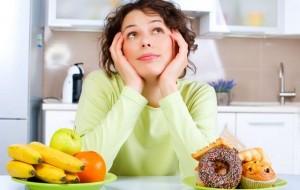 Ah, difícil decisão! No entanto, é preciso criar o hábito de sempre optar por alimentos naturais e abolir as guloseimas / GB Imagem