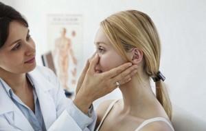 Visitar o dermatologista faz toda a diferença quando o assunto é beleza e saúde da pele. O profissional avaliará as reais condições da pele e indicará formulações e cosméticos adequados à necessidade / GB Imagem